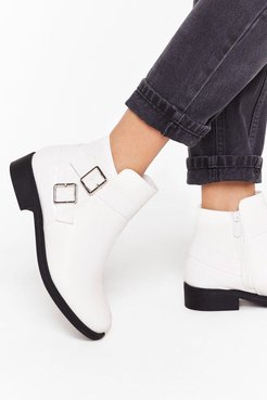 A Low It Buckle Ankle Boots - White