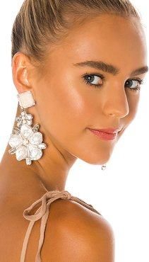 Flower Earrings in White.