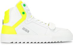 contrast panel ridged sole high top sneakers - White
