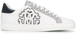 logo patch low-top sneakers - White