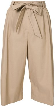 pleated knee-length trousers - Brown