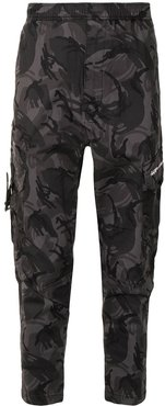 camouflage print cargo trousers - Green