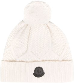 logo-patch cable-knit beanie hat - White