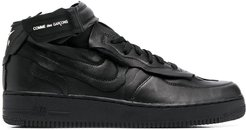 touch-strap low-top sneakers - Black