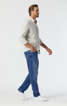 Steve Athletic Jeans In Mid Foggy Feather Blue