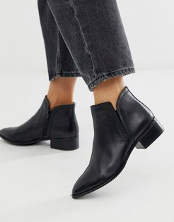 Kaicien leather low rise boot in black