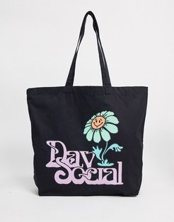 oversized tote bag in black with daisy print