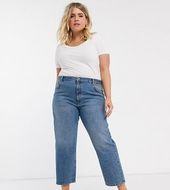 ASOS DESIGN Curve mid rise 'off duty' straight leg jeans in mid vintage wash-Blue