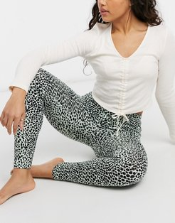 ruched front long sleeve tee and leggings pajama set in cream and leopard-Multi