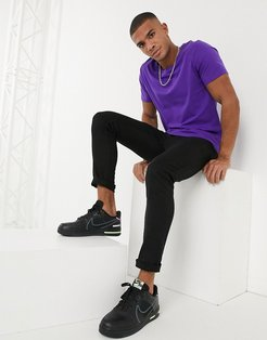 t-shirt with scoop neck in purple