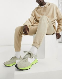 loose fit sweatpants in camel-Neutral