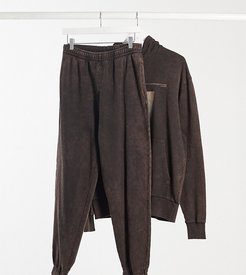 Unisex oversized sweatpants with print in brown acid wash