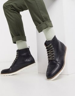 leather hiker boot in black