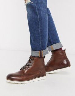 leather hiker boot in tan