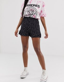 shorts with ruffle hem in ditsy floral print-Black
