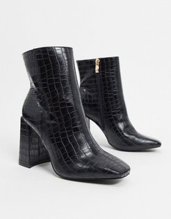 clean boot with square toe in black croc
