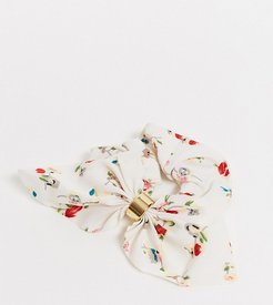 Exclusive hair scrunchie in white floral