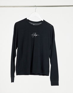 embroidered front logo long sleeve tee in black