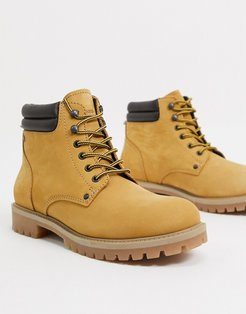 nubuck boot in tan