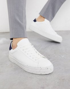 Premium eco-friendly sneakers with flecked sole in white