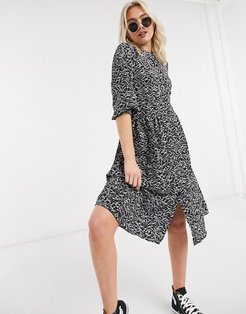 abstract print midi dress with split in black