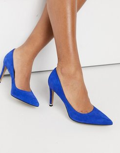 riley 85 mid heeled court shoes in colbalt leather-Blue