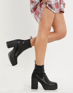 chunky chelsea boots in black