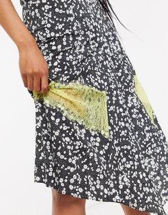 midi skirt with contrast lace trim in ditsy floral print-Multi