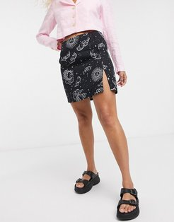 a-line mini skirt with thigh slit in celestial print-Black