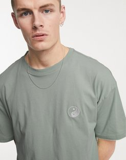 oversize t-shirt with yinyang embroidery in green