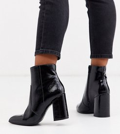 crinkle patent PU pointed heeled boots in black