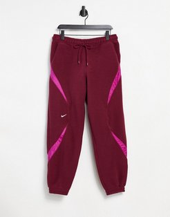 Archive fleece sweatpants with ripstop panels in burgundy-Red