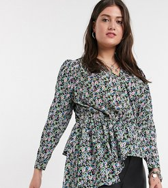 blouse with asymmetric hem in black floral