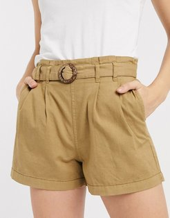 shorts with belt in tan-Brown