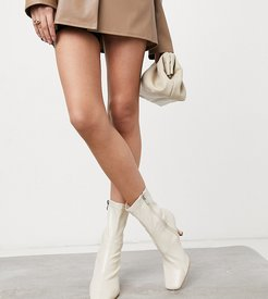 Sacci sock boots in stone-White