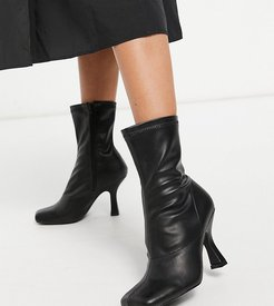 Violate sock boots with square toe in black