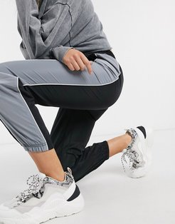 sweatpants with contrasting side panel in black