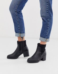 heeled boot in black