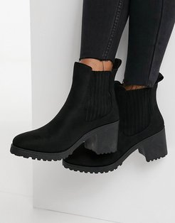 heeled chelsea boots in black