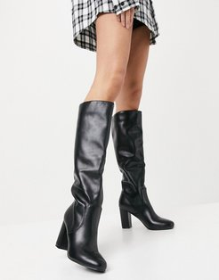 Dileni pull on knee boots in black