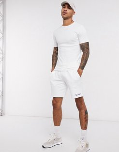 Essential muscle fit crew neck t-shirt in white
