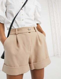 tailored shorts in camel-Brown
