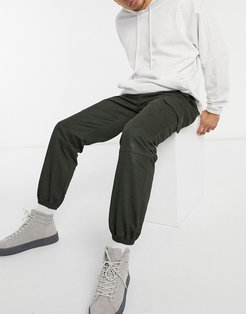 cargo sweatpants in khaki-Green