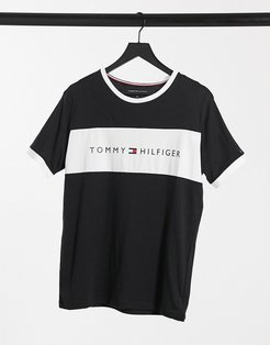 lounge T-shirt in black with chest panel logo