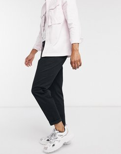 pleated tapered pants in black
