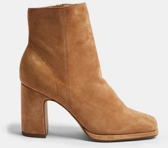 suede boots in camel-Brown