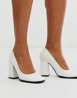square toe pointed block heeled shoe in white