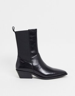 Ally pointed ankle boot in black