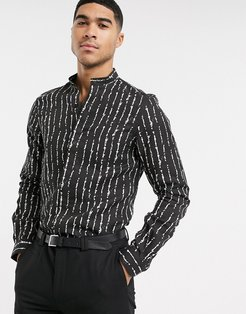 shirt with white inked stripe in black