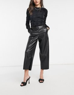 leather look cropped pants in black